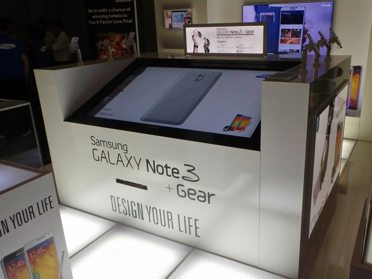 Air Graffiti Touch, Interactive Digital Surface: Set up to allow participants design their own smartphone cover @ a Samsung event