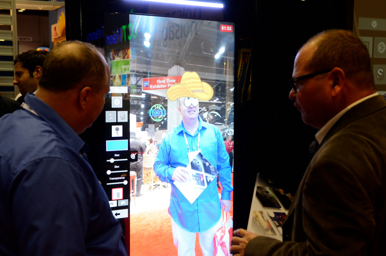 Air Graffiti Touch, Interactive Digital Surface: Getting creative with virtual stamps on a vertical pod setup
