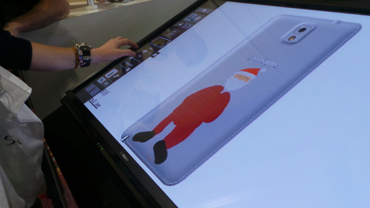 Air Graffiti Touch, Interactive Digital Surface: A guest designing his own smartphone cover using virtual stmaps @ a Samsung event