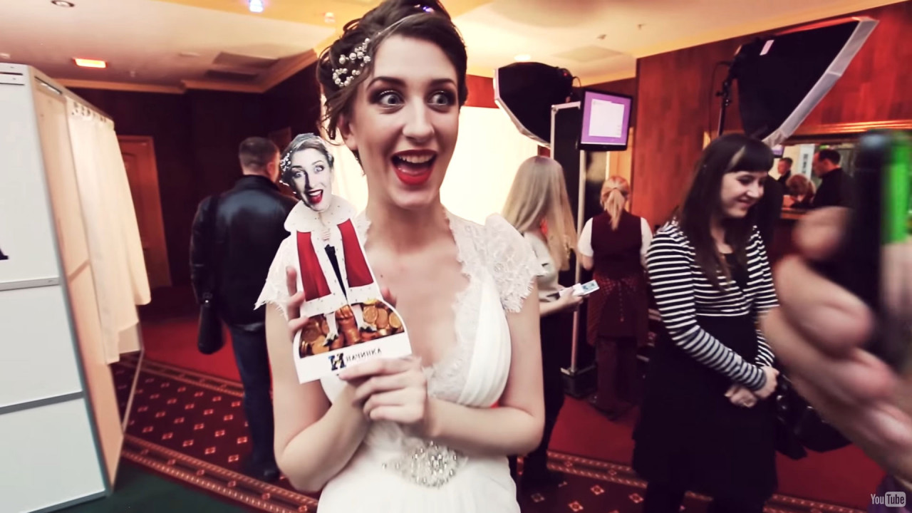 Bobble Heads Station: A bride receives her own bobble head