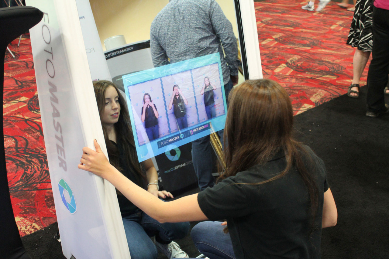 Mirror Me Booth, a new magical photo booth: Close-up on a branded enclosure