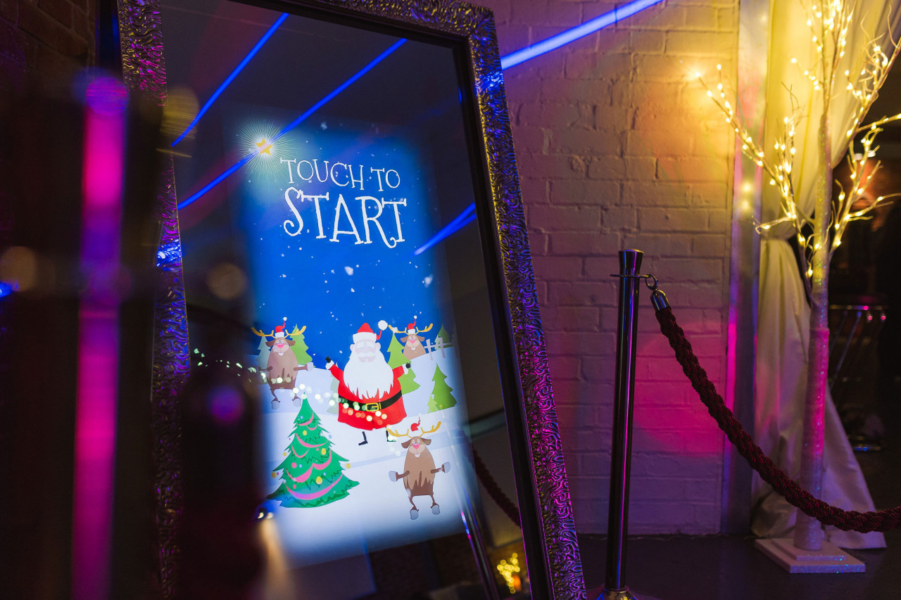 Mirror Me Booth, a new magical photo booth: Sporting the Holiday Spirit
