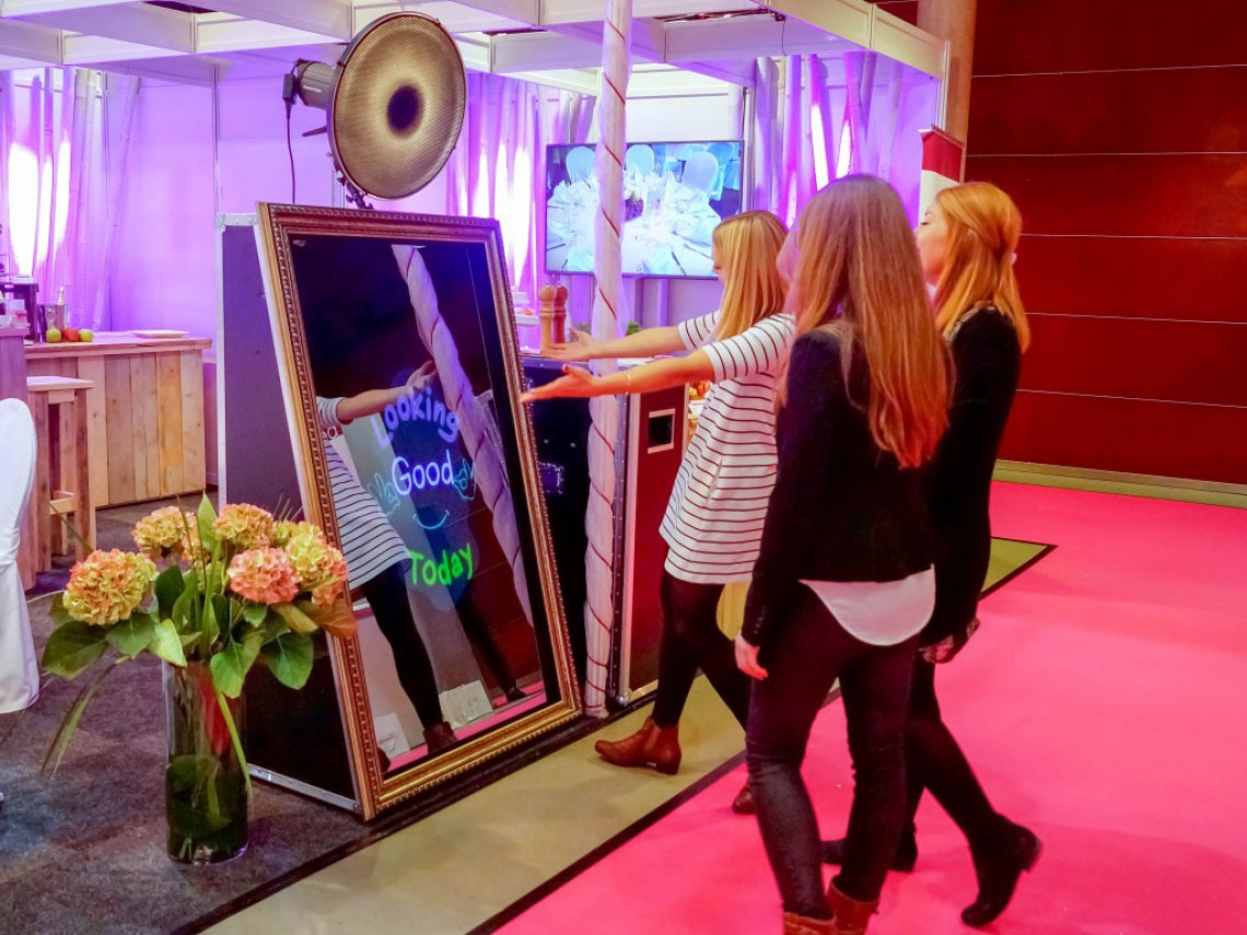 Mirror Me Booth, a new magical photo booth: The Fun Starts Even Before the Actual Event