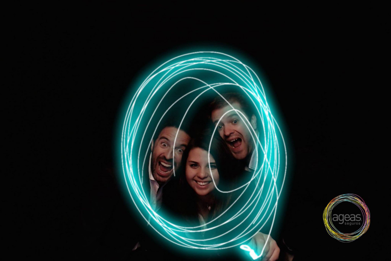 Neon Video Booth: Even Random Gestures Look Great with the Neon Effect