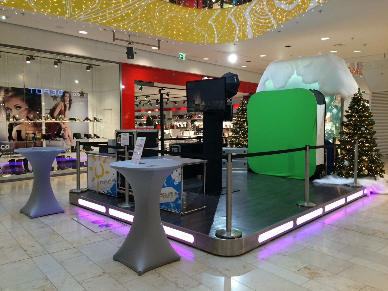 Video Flip, Mobile Photo Flip Book Studio: Set Up with a Green Screen for an Event at a Mall
