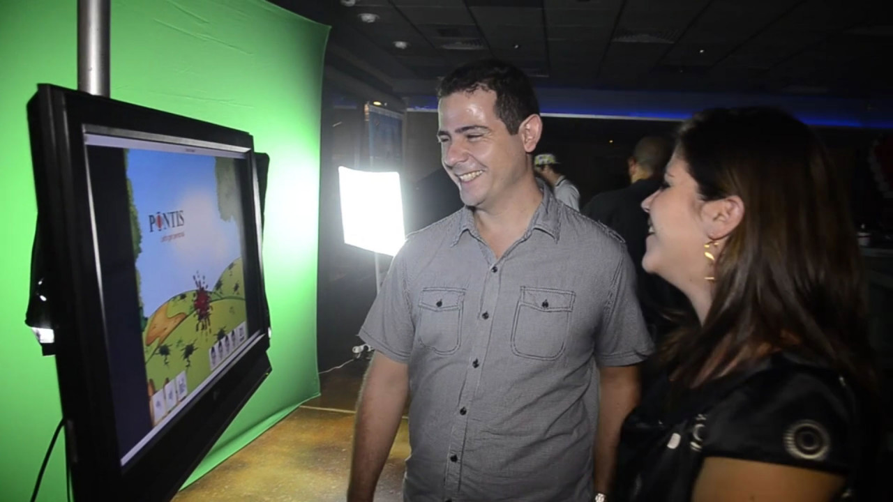 Virtual Hero, Game Studio: A large screen TV featuring the Attract Mode